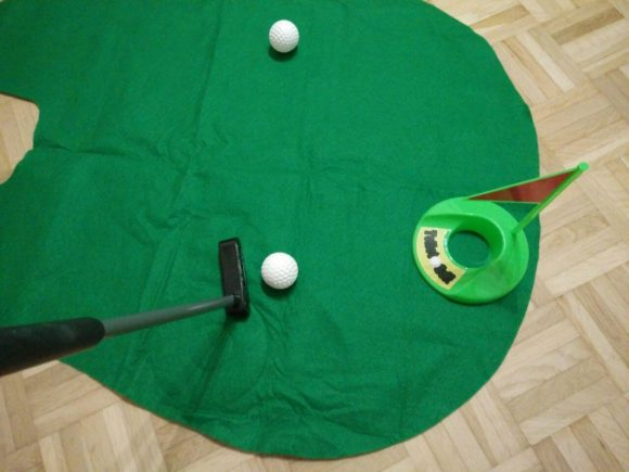 Out of the blue Toiletten Golf Set Test Klo-Golf putten
