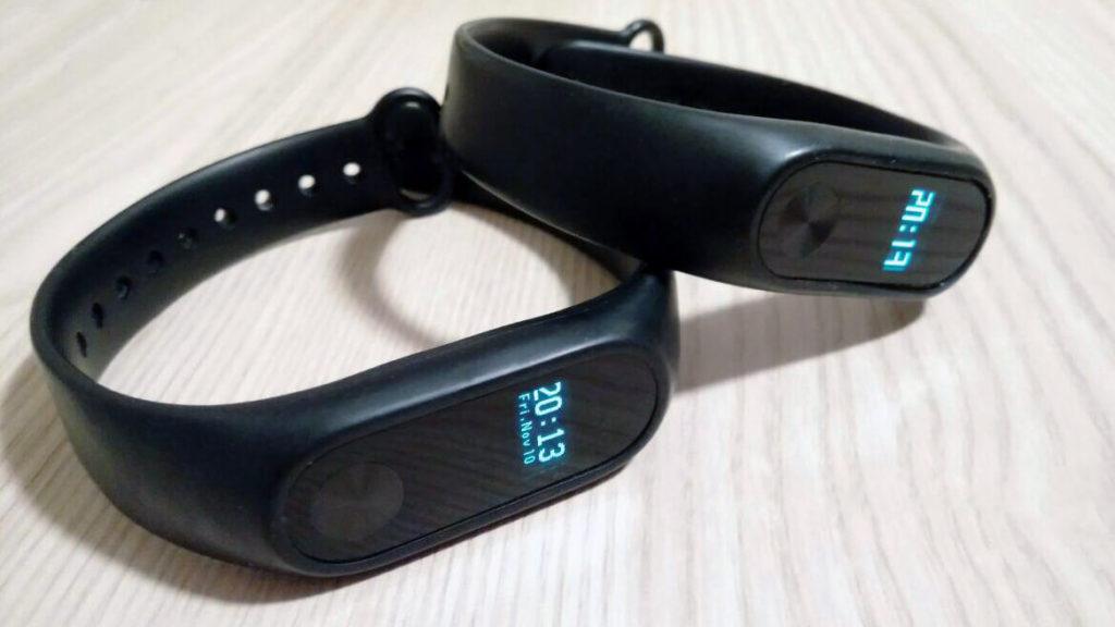 Zwei Xiaomi Mi Fitness-Armbämder im Einsatz