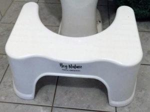 Der Hoca Toilettenhocker ist bereit zum Einsatz