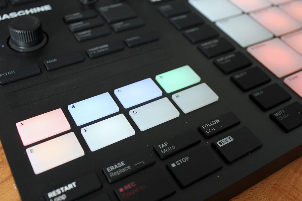 Über der Group-Auswahl befindet sich der Touch-Fader für Pitch, Modulation und chromatische Piano-Keys.