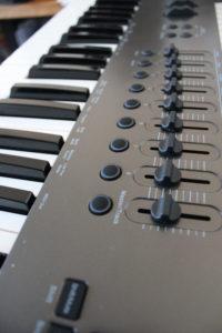 Klaviatur und Funktionstasten des Nektar Impact MIDI-Keyboards.