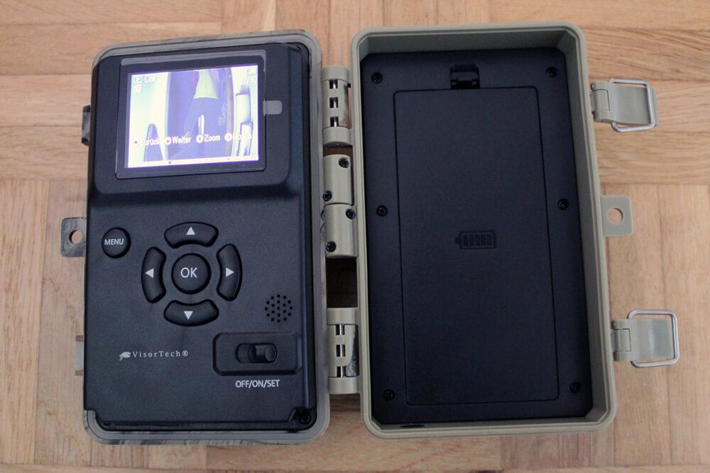 Nach dem Einsetzen einer SD-Karte kann der Fotospaß beginnen.