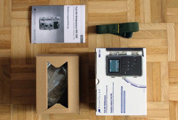 Die VisorTech Fotofalle samt ihrem Zubehör.