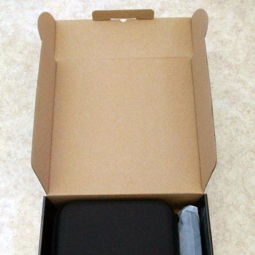 Die digitale Fernglas-Kamera von Zavarius direkt nach dem Auspacken.