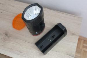 Die HS5R Lampe inklusive Ladestation und Farbfilter.
