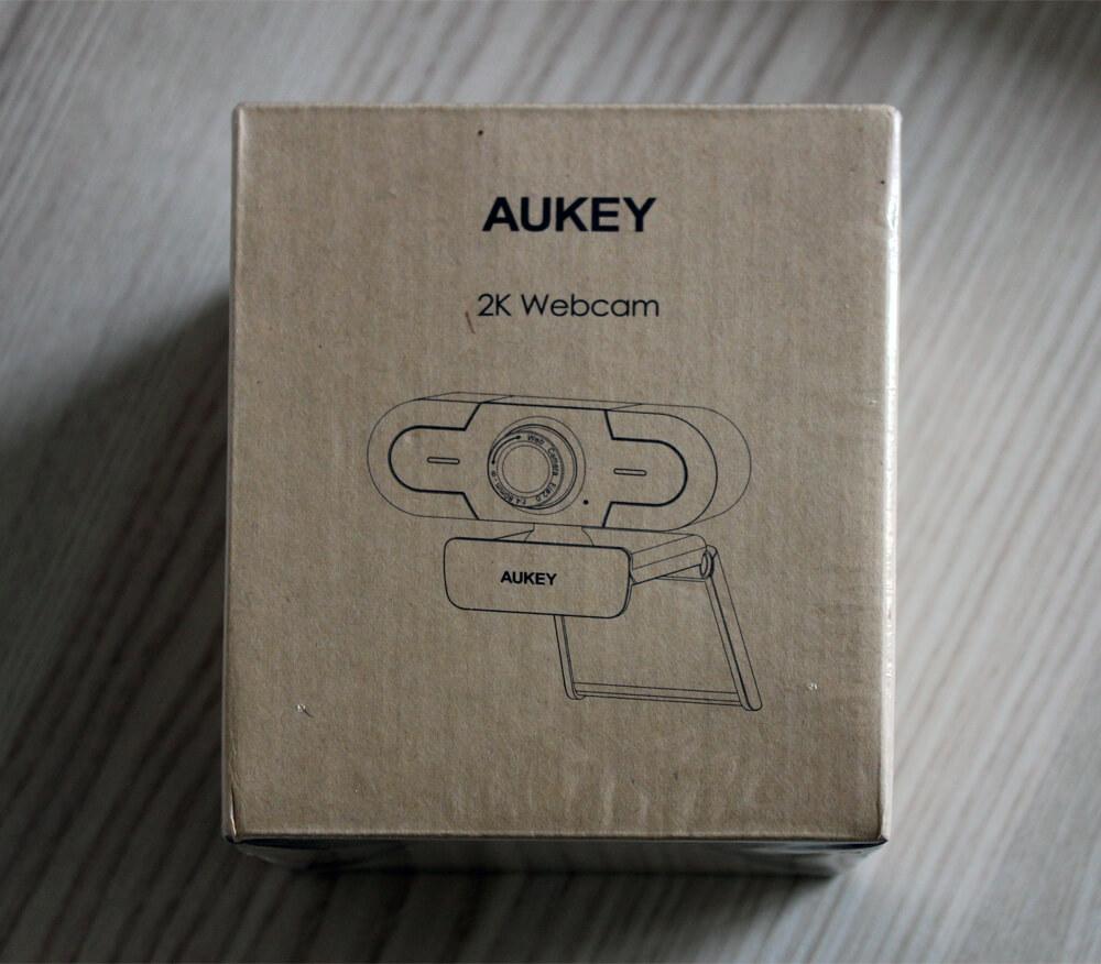 Die Computercam kommt schlicht und umweltschonend verpackt ins Haus.