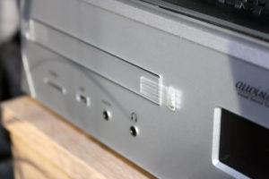 Die meisten Anschlüsse und Datenträgerkompatibilitäten des auvisio Digitalisierers.