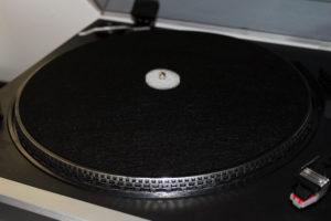 Der auvisio Plattenspieler im Detail.