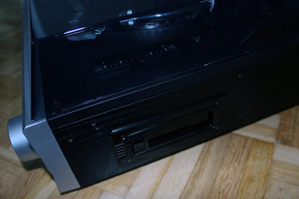 Der auvisio Plattenspieler bietet nicht nur USB, Bluetooth, CD, SD-Karten und Aux-In, sondern auch ein Kassettendeck.