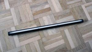 Klein, dünn und kompakt gibt sich die BenQ LED-Lampe auf alle Fälle.