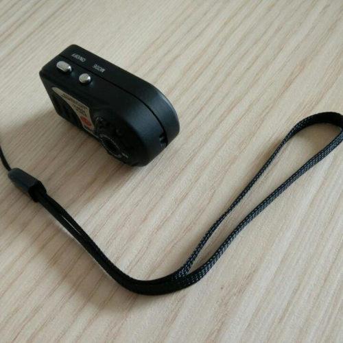 Diese Schleife kann verwendet werden, um die Kamera zu befestigen.