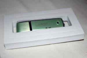 Hier ist das auvisio USB-Abhörgerät noch in seiner Schutzhülle.