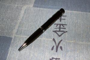 Der Videokamera-Stift ist genau so groß wie andere Kugelschreiber auch.