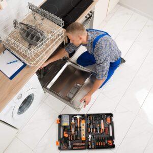 Tacklife zeigt klassische Einsatzzwecke des Werkzeugsets im Haushalt.